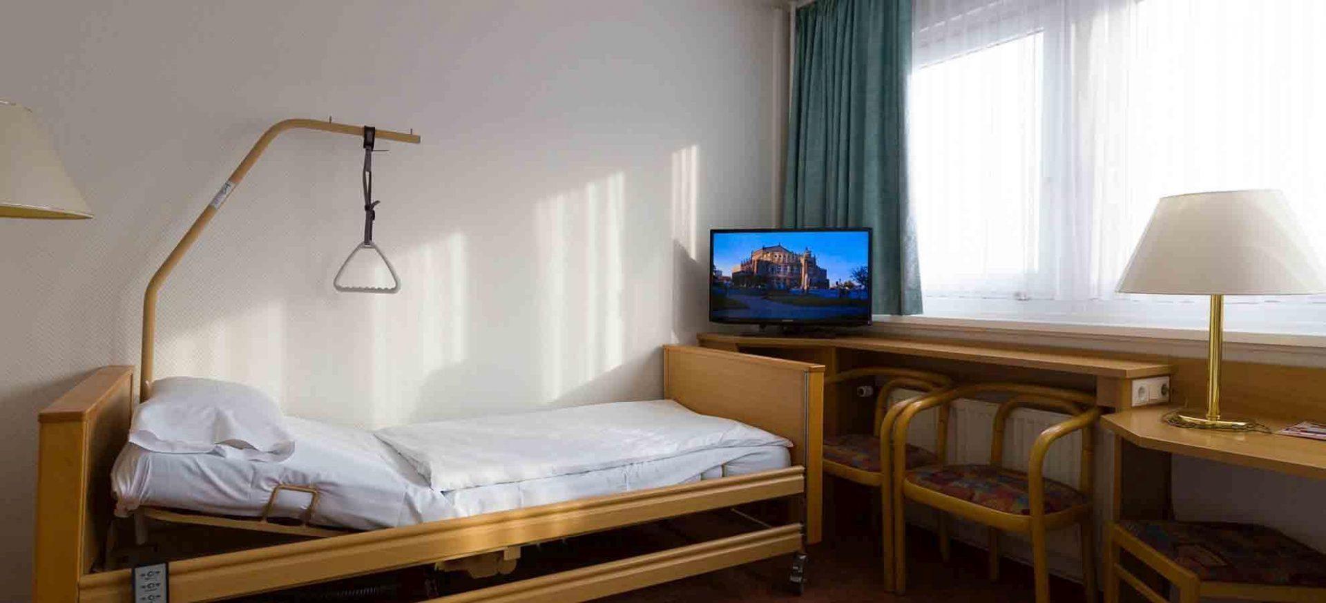ibis Dresden Zentrum behindertengerechtes Badezimmer / Room for disabled people