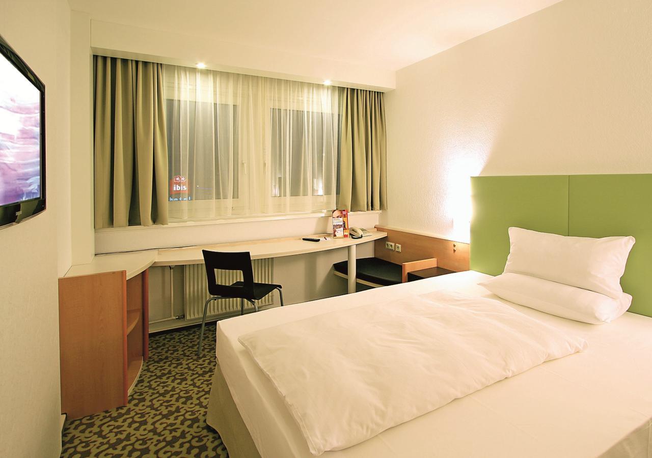 Park-Inn-by-Radisson-Hotel-Berlin-Alexanderplatz-Kleines-Einzelzimmer