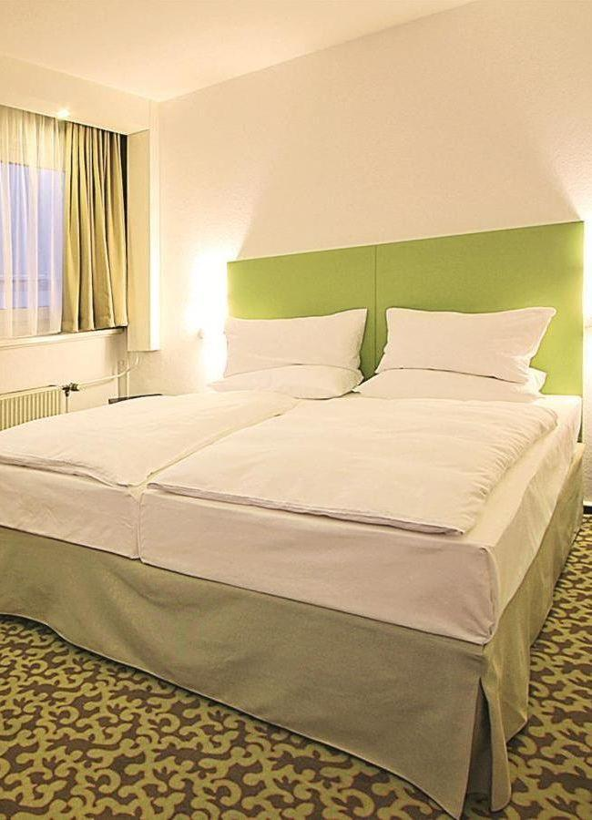 Park-Inn-by-Radisson-Hotel-Berlin-Alexanderplatz-Meeting-Raum